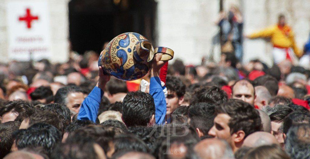 Ceri Di Gubbio Passing the Jug Through the Crowd