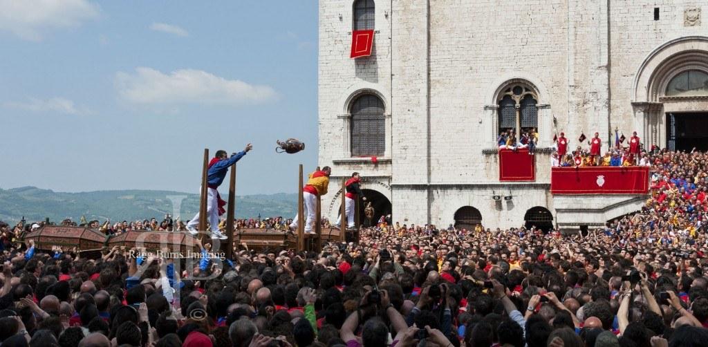 Ceri Di Gubbio Throwing the Jugs into the Crowd