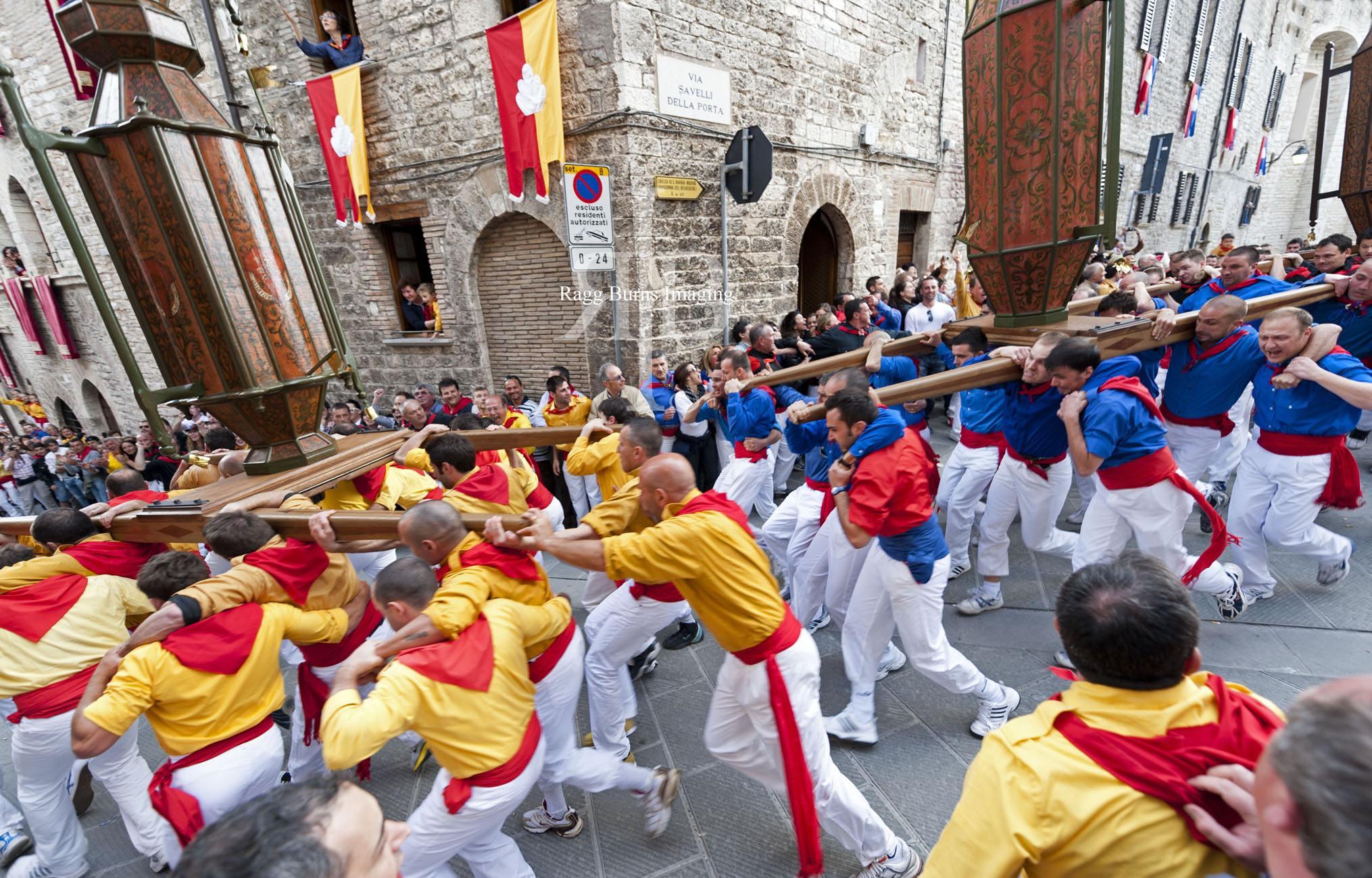 Ceri Di Gubbio Yellow and Blue at the Corner