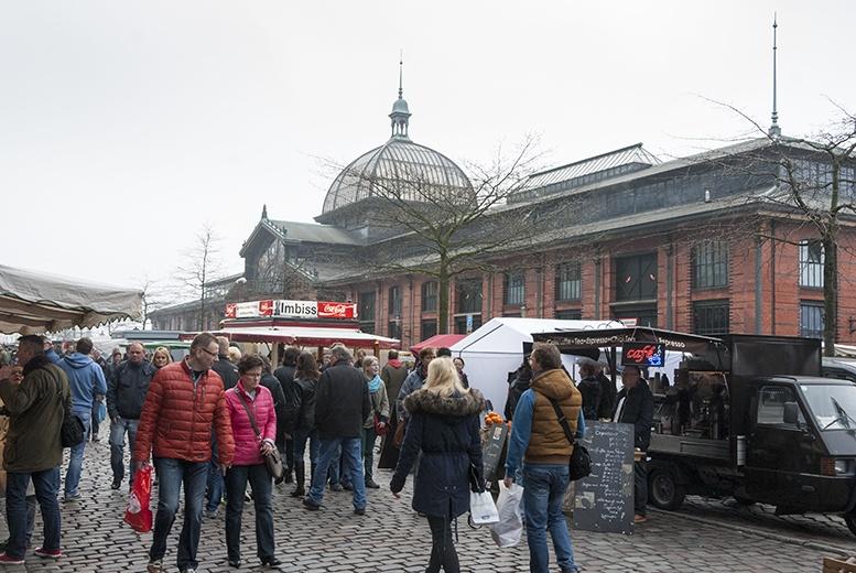 Hamburg Fischmarkt Crowd