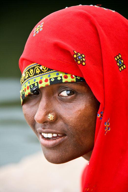 varanasi woman red sari