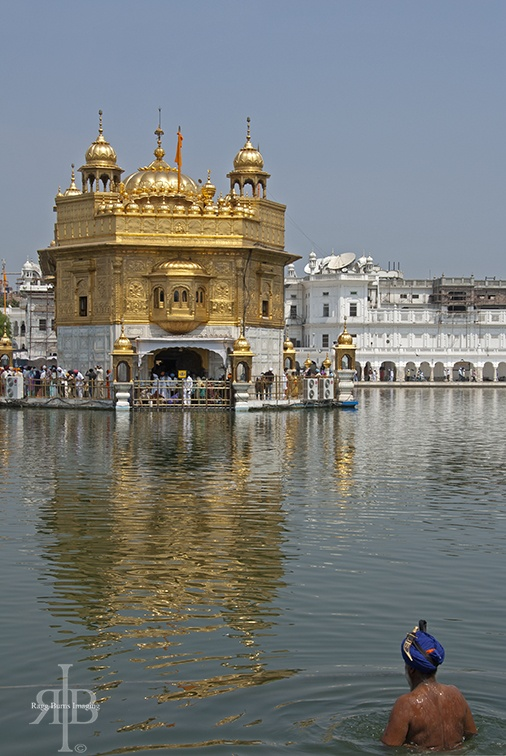 India Amritsar Golden temple bath