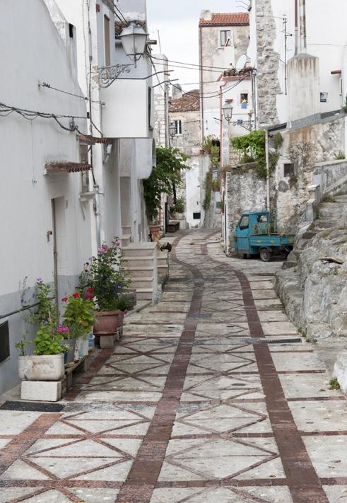 Vico del Gargano Street with Ape