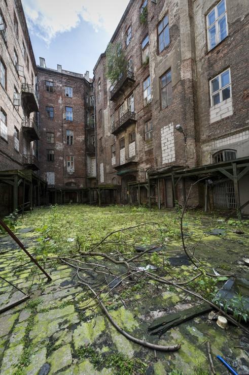 Adventure Warsaw Abandoned Courtyard