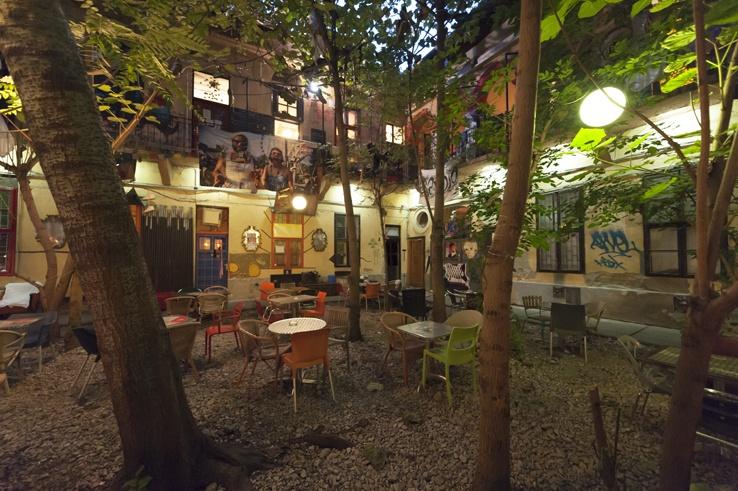 Budapest Ruin pubs Grandio