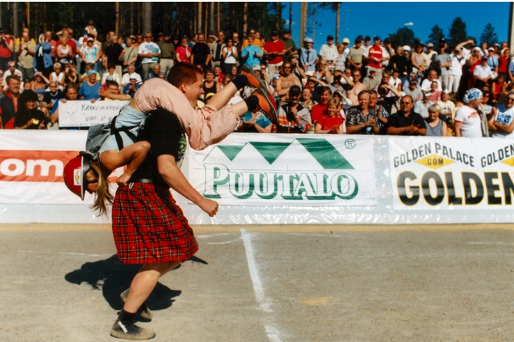 weird finnish events wife carrying