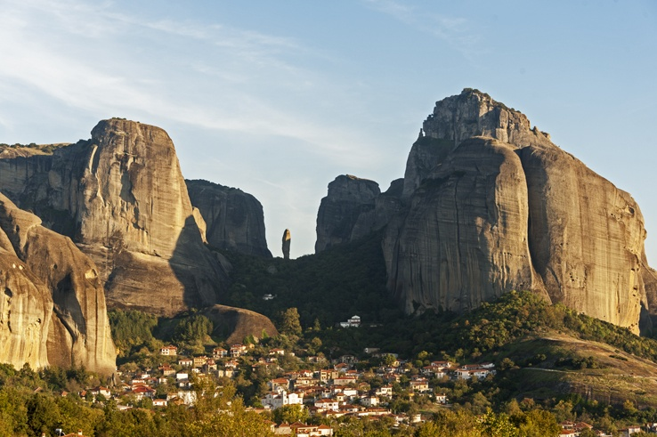 Mountains and Mysticism: a Meteora Sunset - The Crowded Planet