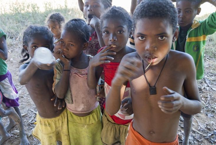 Madagascar Tsiribihina River kids
