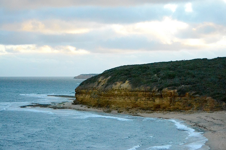 great ocean road hike beach