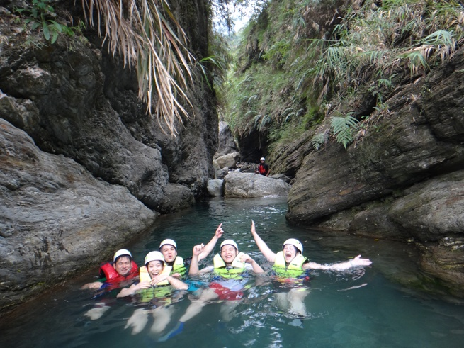 river tracing taiwan swimming