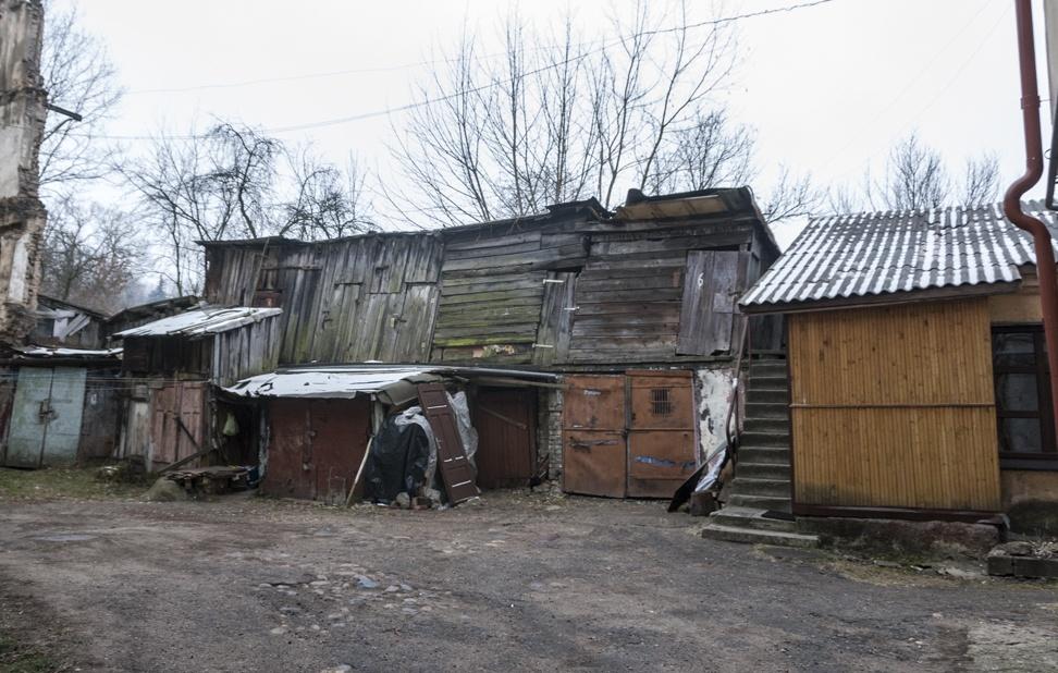 uzupis wooden shacks