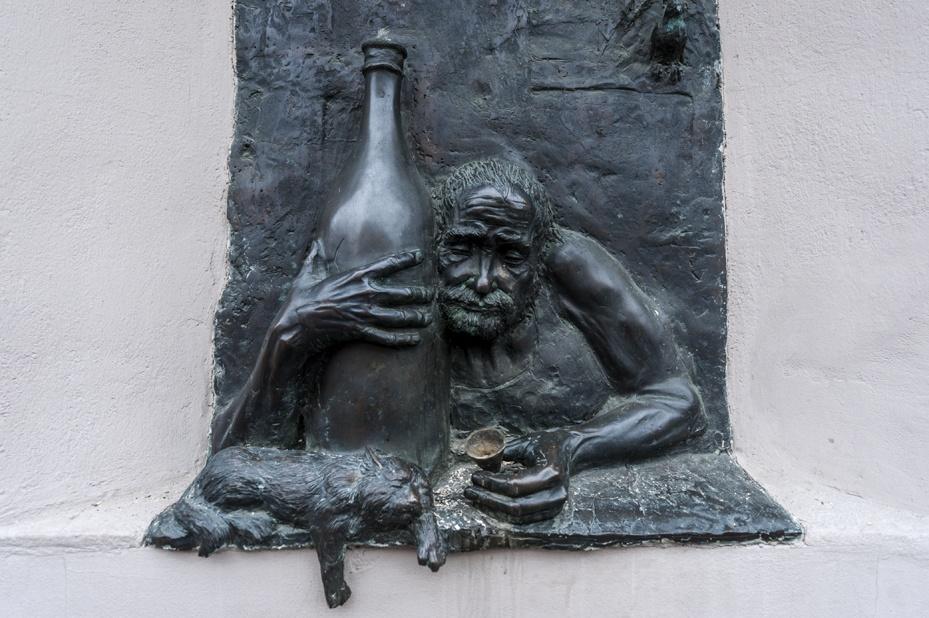 uzupis drunk statue