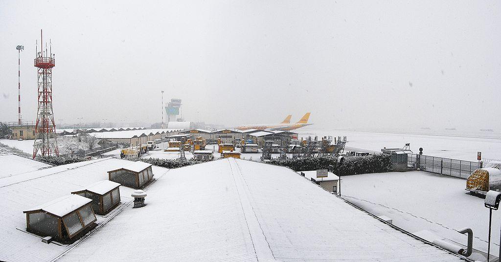 bergamo airport snow