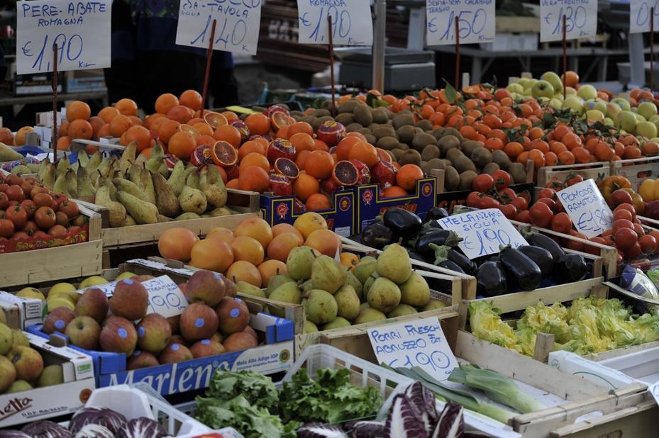 milan street markets fruit
