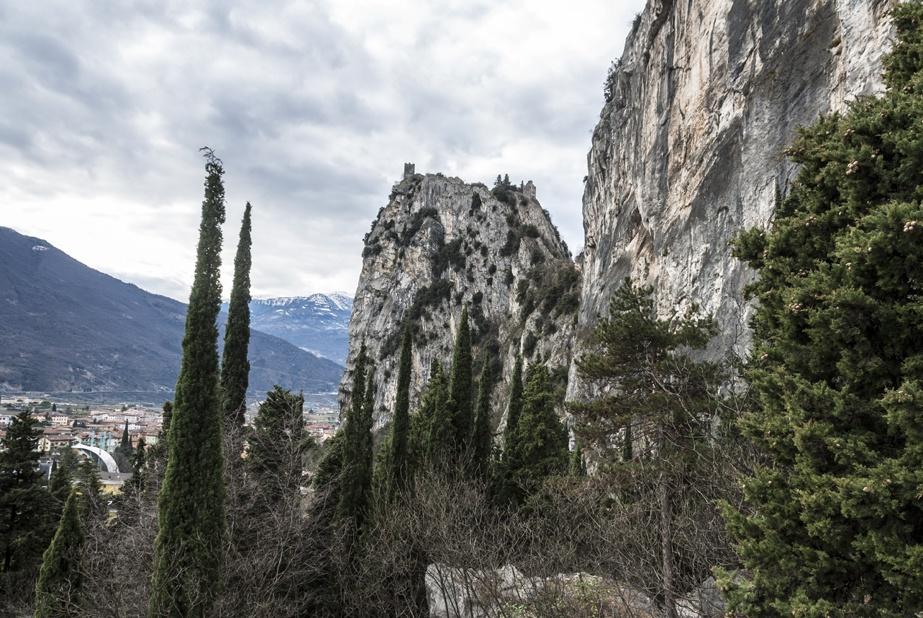 arco rocks lake garda