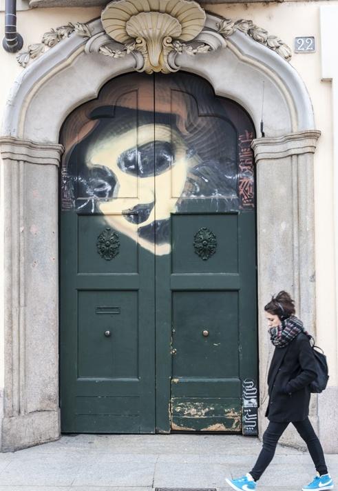 porta ticinese painted door