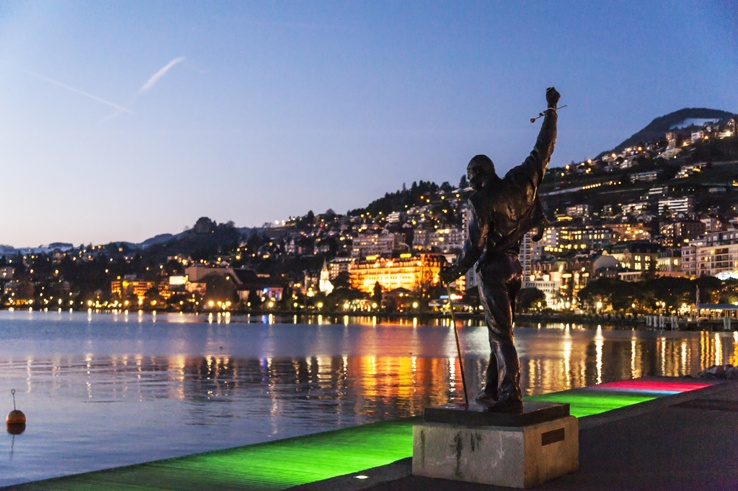 Freddie mercury statue montreux night