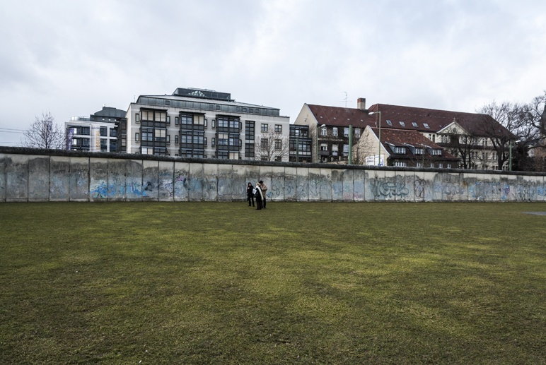 berlin wall memorial grass