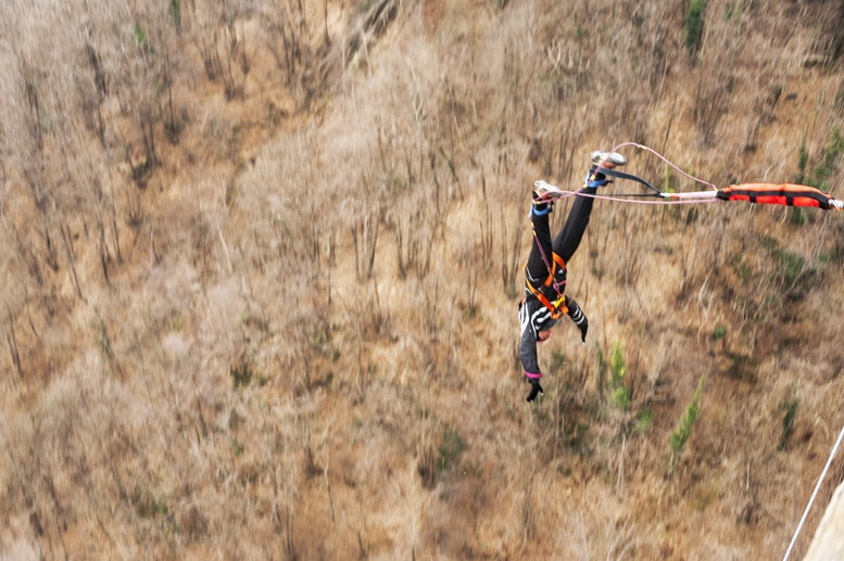 bungee jumping falling biella