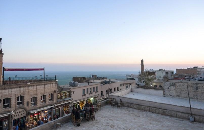 mardin sunset rooftops