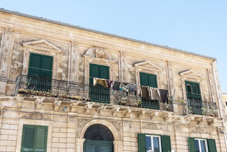 ragusa ibla balcony