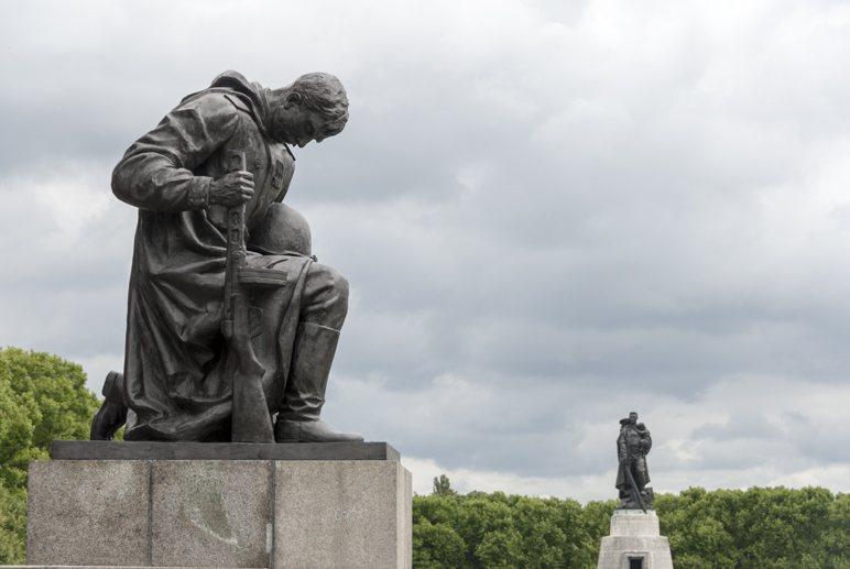 alternative berlin insider tips soviet memorial