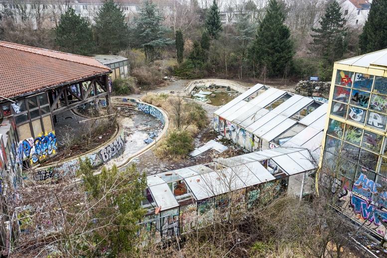 blub abandoned water park berlin high up