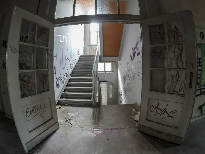 neukolln hospital berlin inside