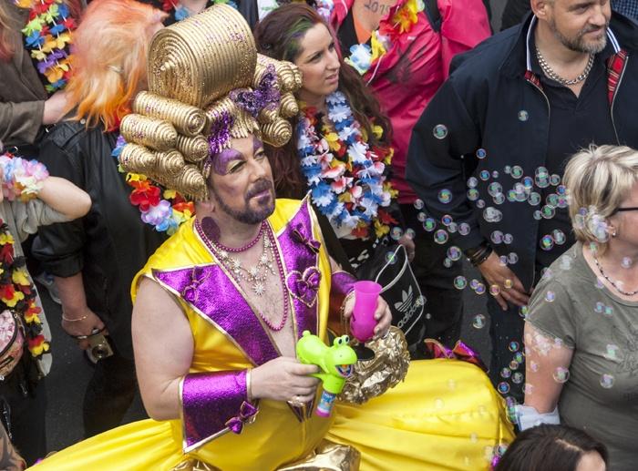 berlin pride yellow drag queen