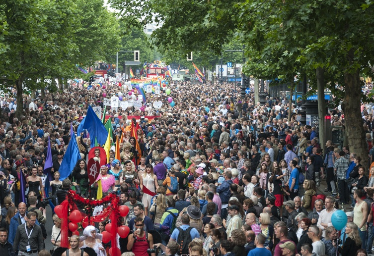 Berlin CSD crowd from float