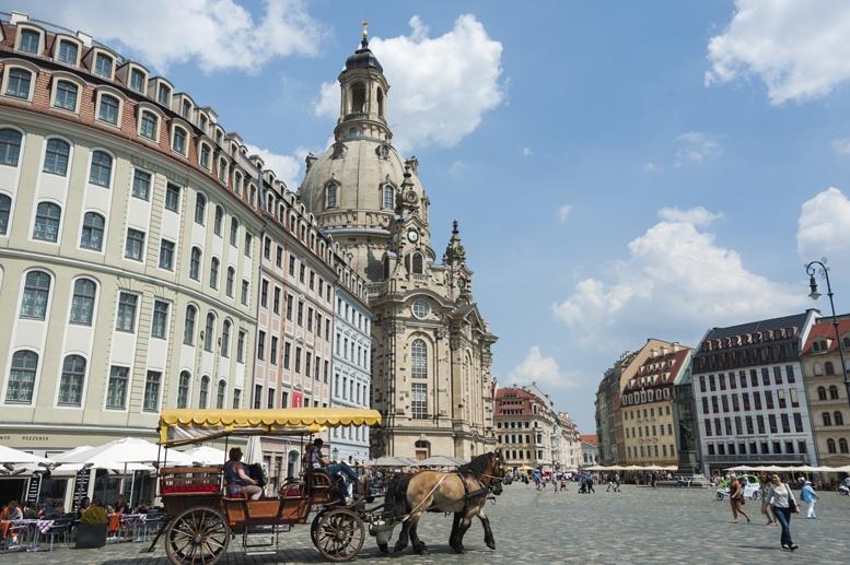 dresden frauenkirche horse cart altstadt