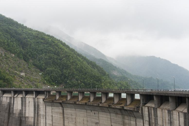 ridracoli dam edge