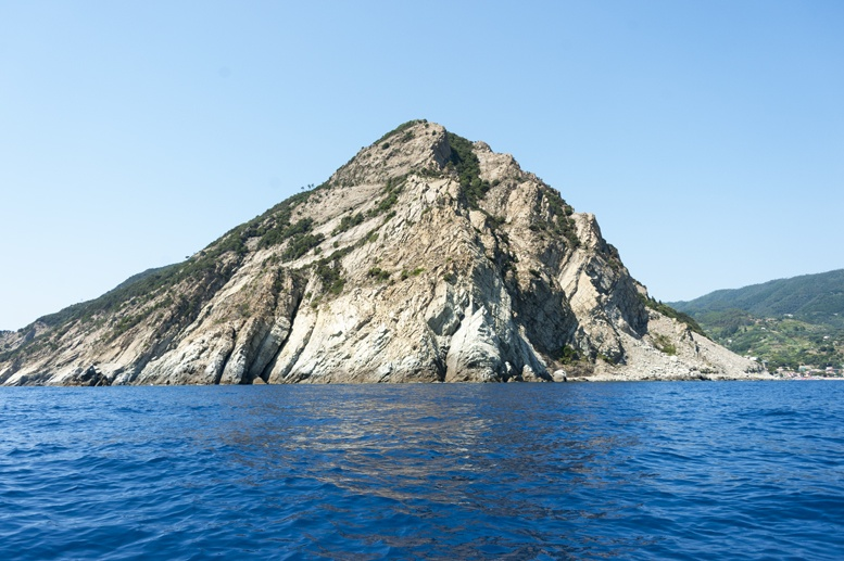 levanto rocky coast