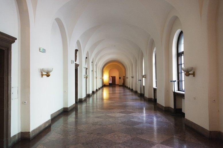 imperial castle poznan corridor