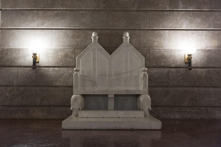 poznan castle throne