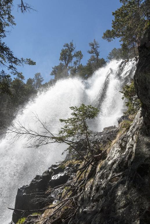 waterfall aiguestortes