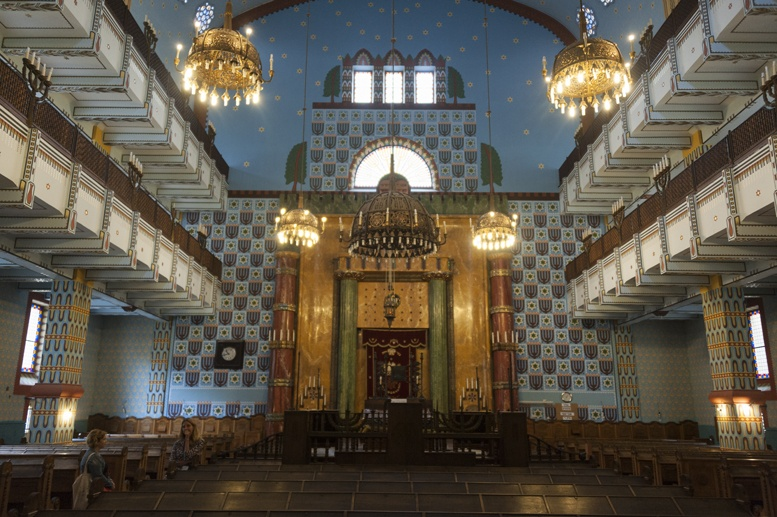 orthodox synagogue inside