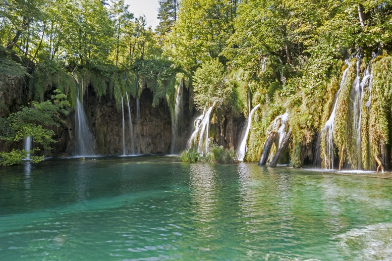 gavanovac lake plitvice blue