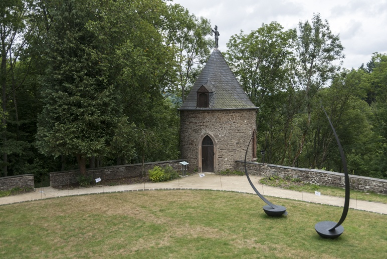 wiltz castle courtyard