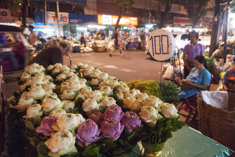 Bangkok night flower market stall
