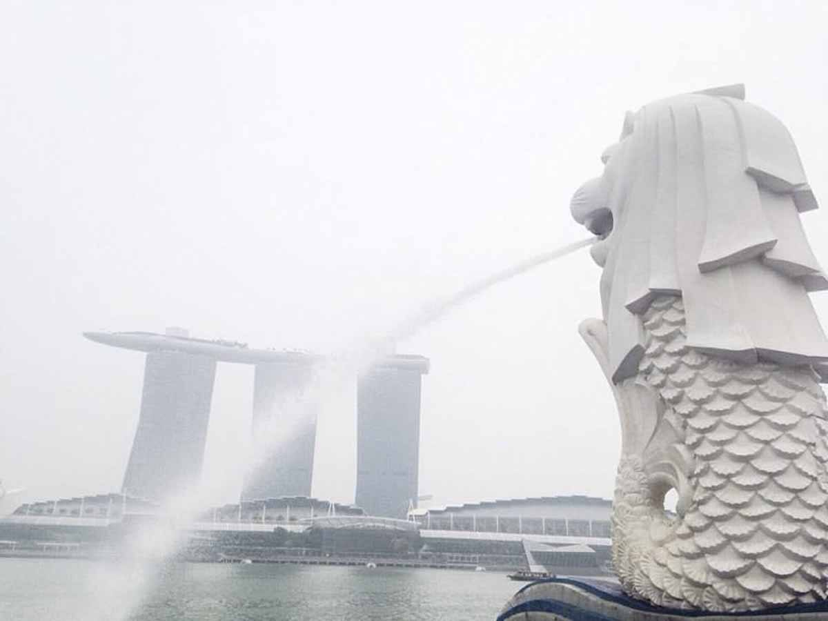 singapore haze merlion