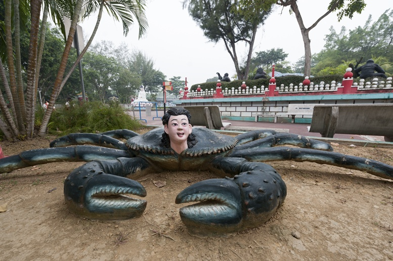 haw par villa singapore crab woman