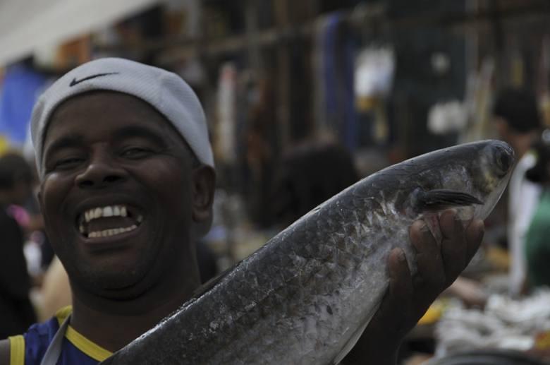 favela rocinha fish seller