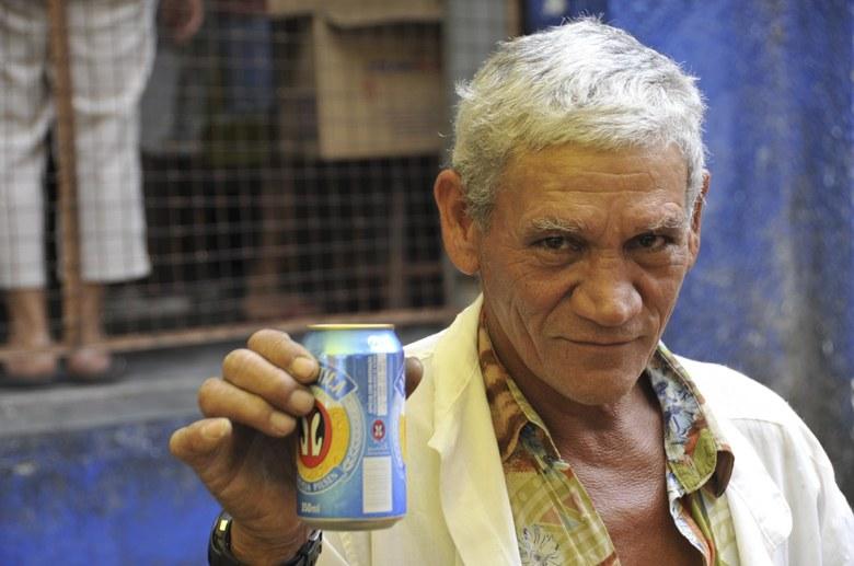 favela rocinha man with beer