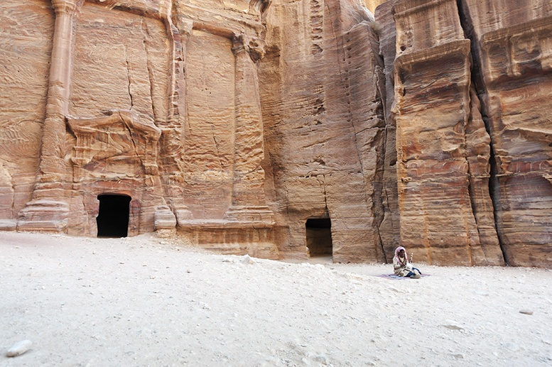 Petra-Tomb-and-Busker