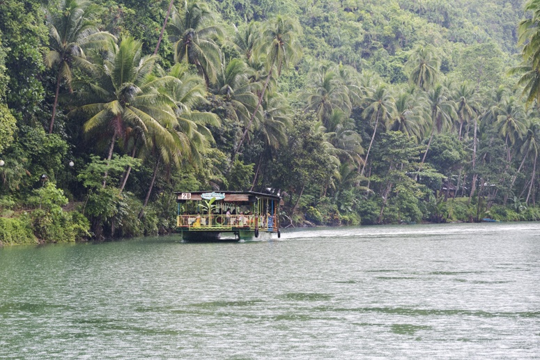 loboc river rain lunch boat