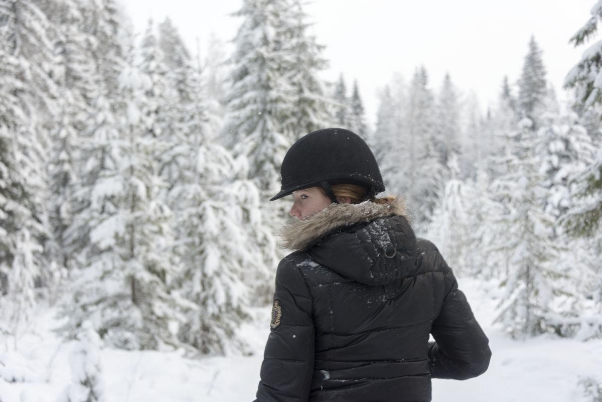 horseriding finland winter girl