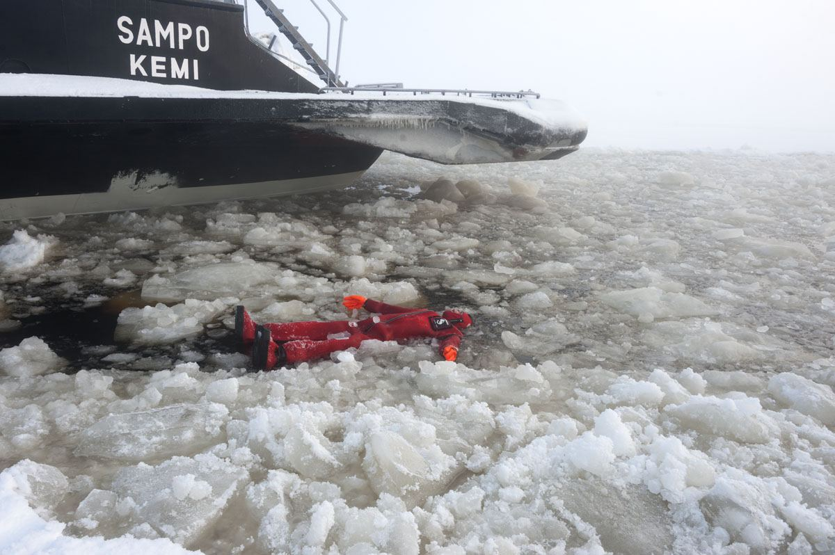 icebreaker sampo ice swimming ship
