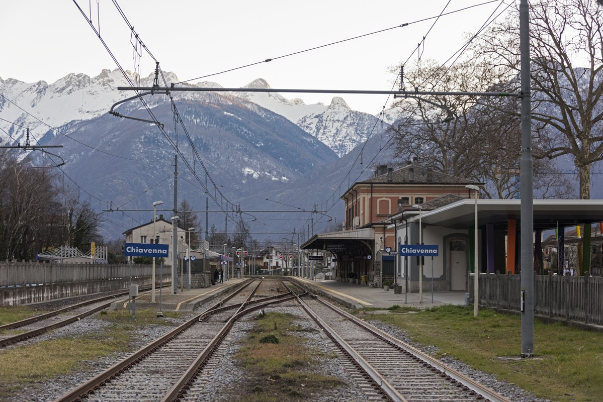 chiavenna train station mountains