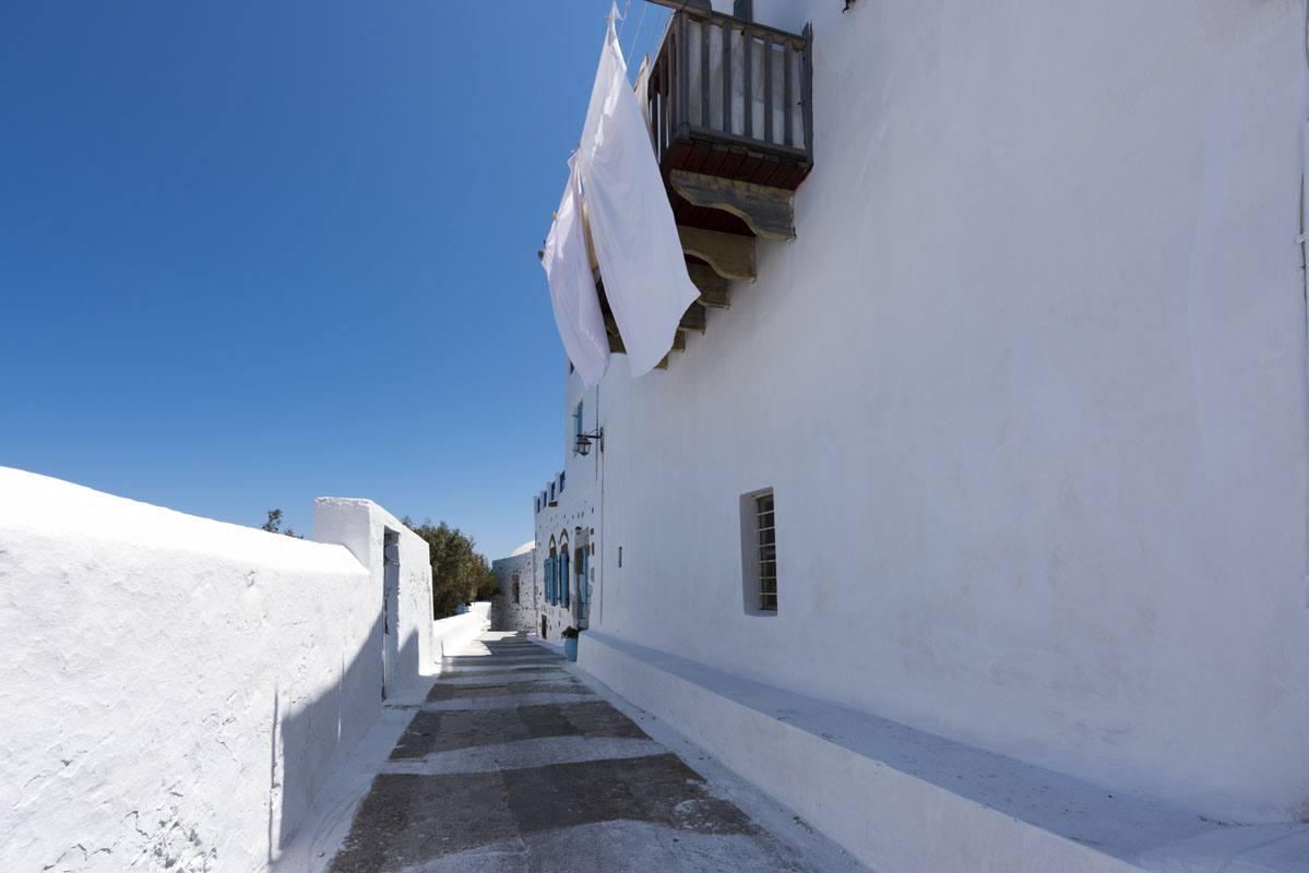 chora blue white greek islands
